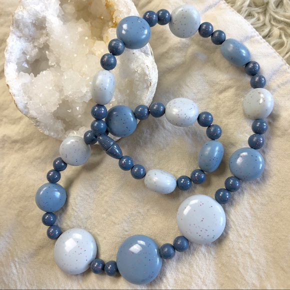 Free shipping. Chunky Blue and White Bead Necklace-1980s